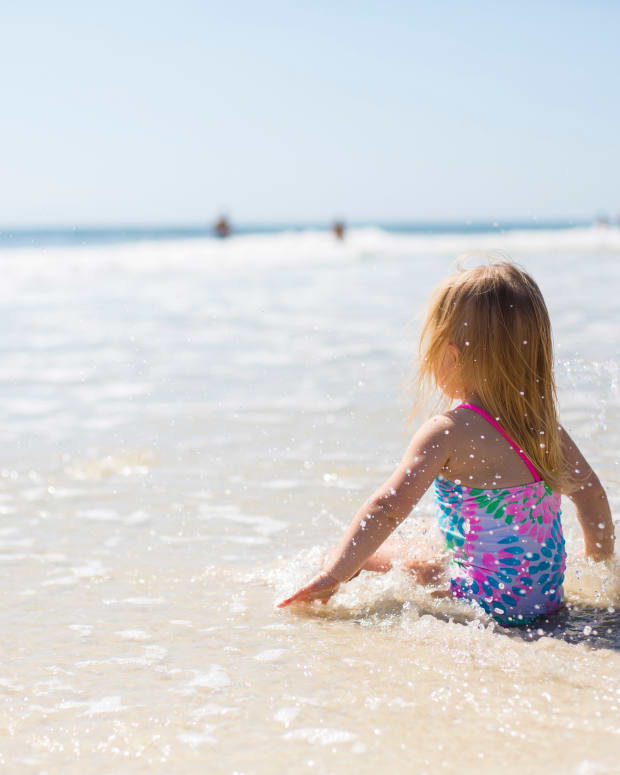 baby-girl-bathing-beach-1712854
