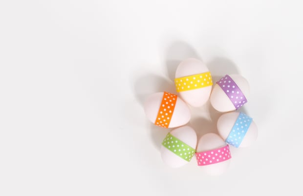 25 Glamorous Ways to Decorate Easter Eggs