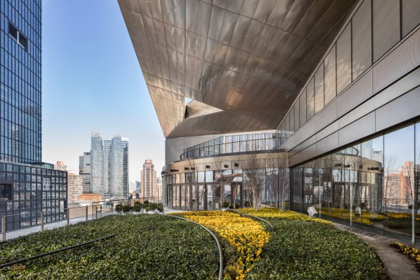 Photo - Estiatorio Milos Terrace View of 55 Hudson Yards, The Shops & Restaurants at Hudson Yards - courtesy of Francis Dzikowski for Related-Oxford