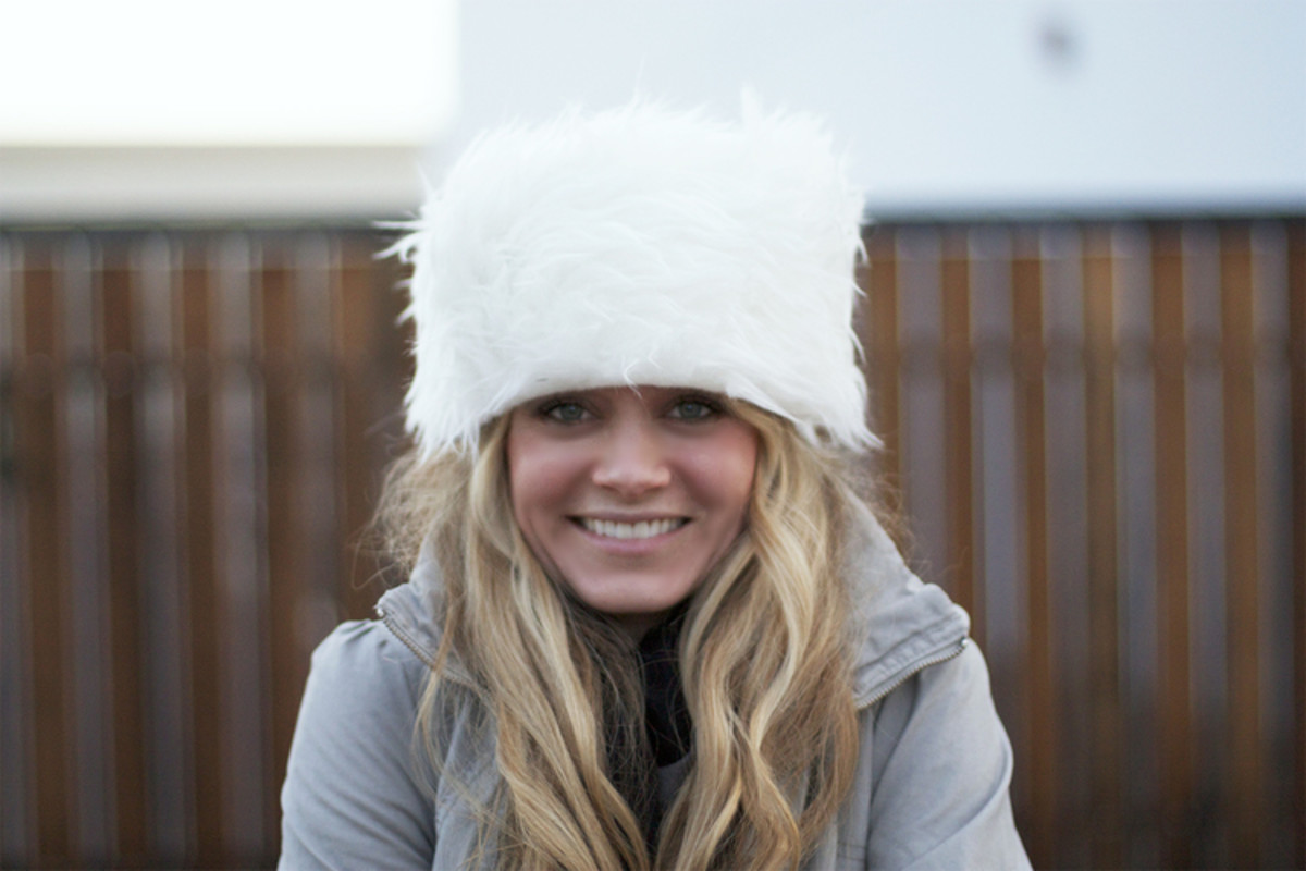 DIY Faux Fur Winter Hat from kristimurphy.com