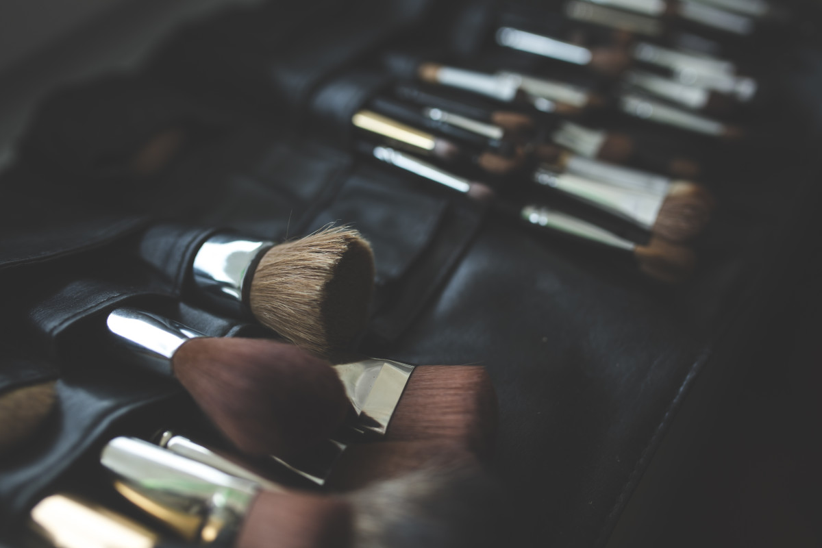 how to clean makeup brushes.jpg