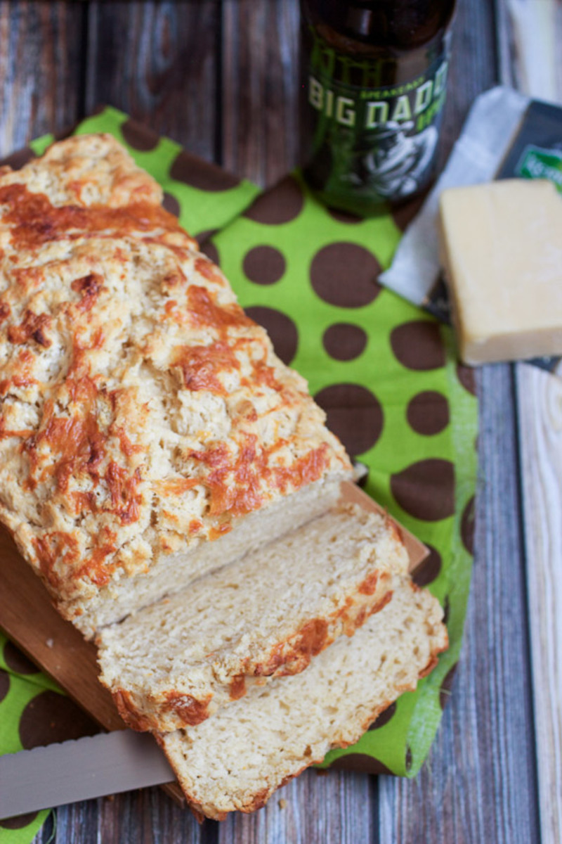 Beer-and-Irish-Cheese-Bread.jpg