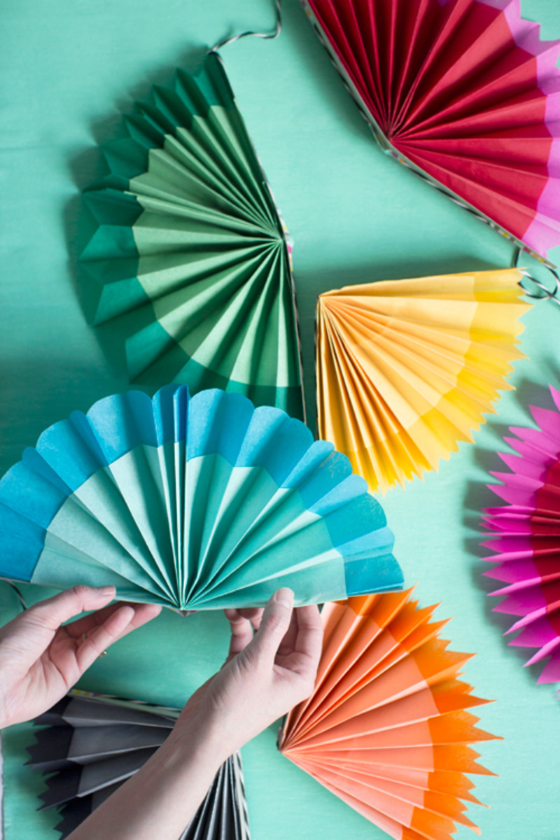 Paper Fan Garland For Cinco De Mayo from thehousethatlarsbuilt.com