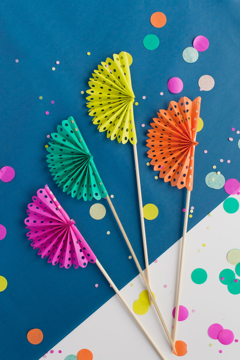 DIY Paper Fan Drink Stirrers from tellloveandparty.com