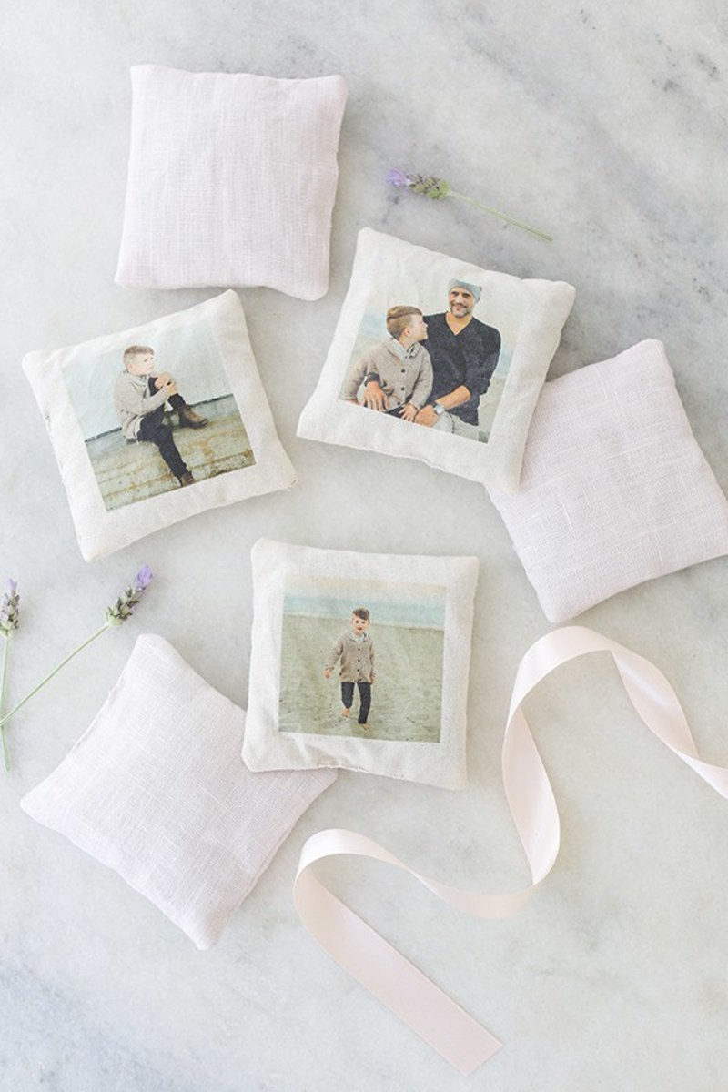 Charming DIY Lavender Sachets With Photos from sugarandcharm.com