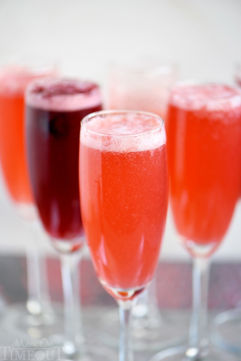 Berry Champagne Punch from momontimeout.com