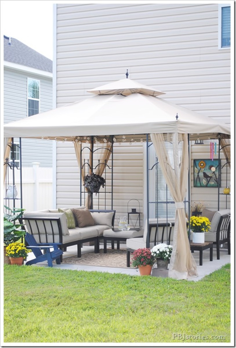 A Fall Inspired Backyard Patio Makeover from pbjstories.com