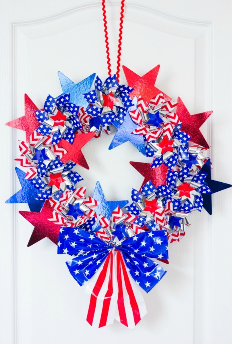 DIY Patriotic Pinwheel Wreath from designimprovised.com