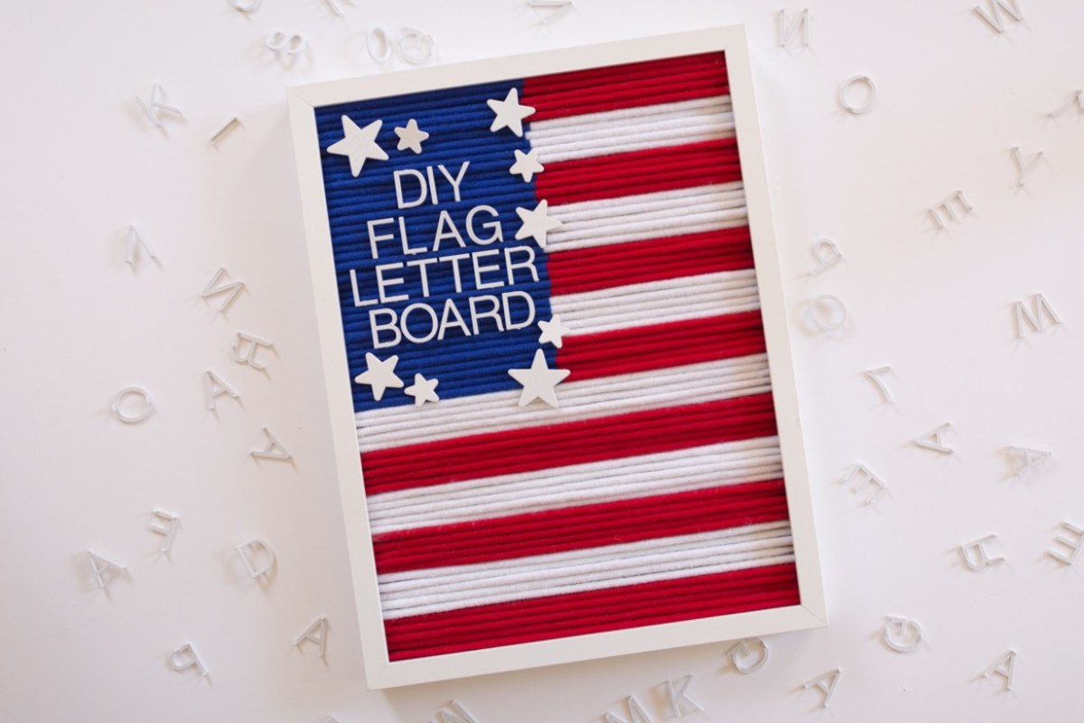 DIY Patriotic Letter Board from love-the-day.com