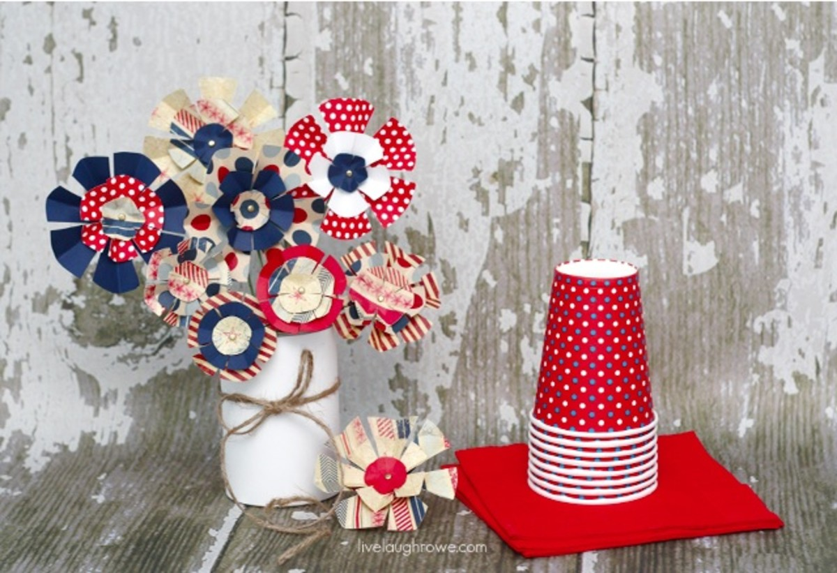 Patriotic Paper Flowers from livelaughrowe.com