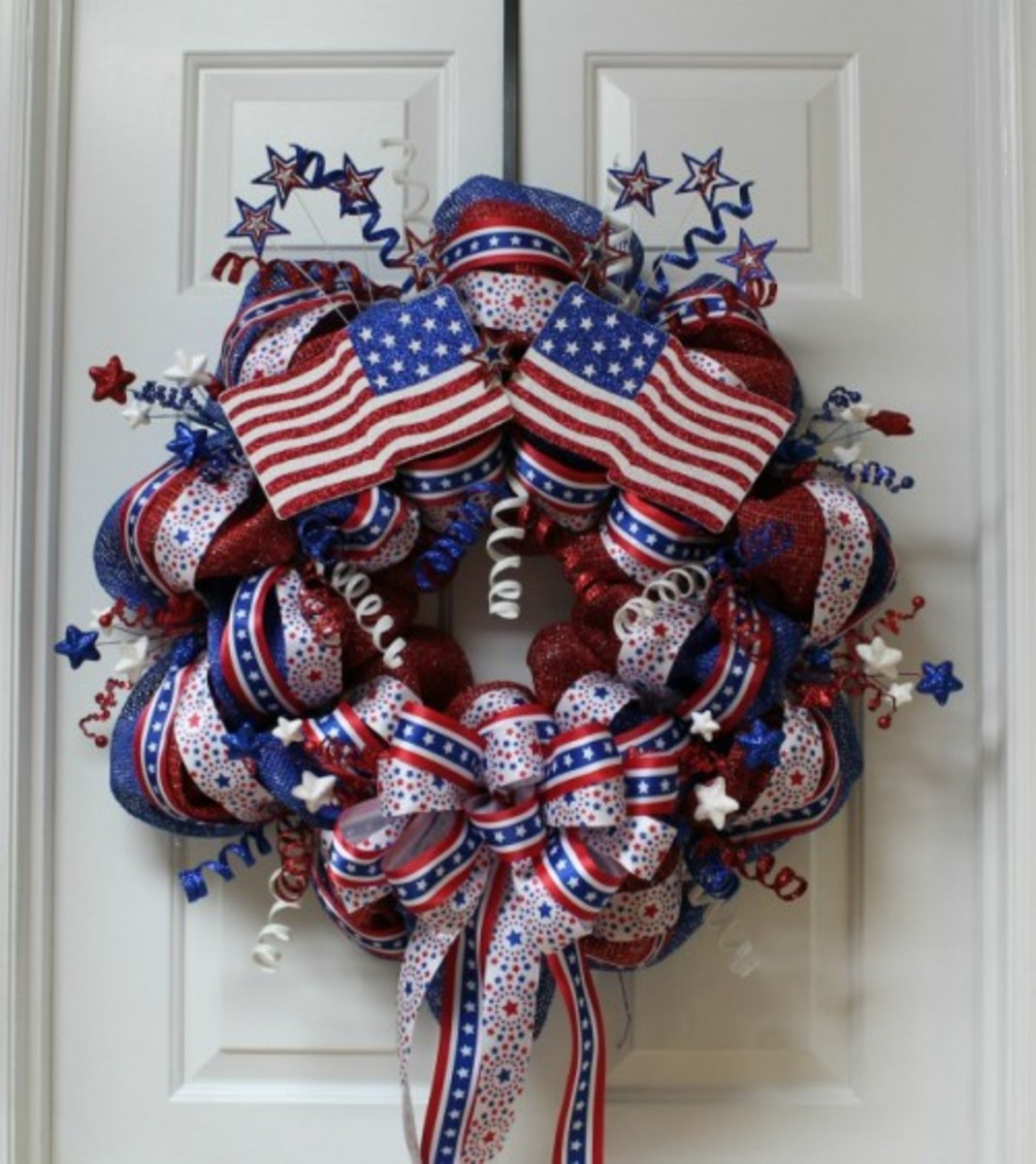 Patriotic Mesh Wreath Tutorial from thecraftyblogstalker.com