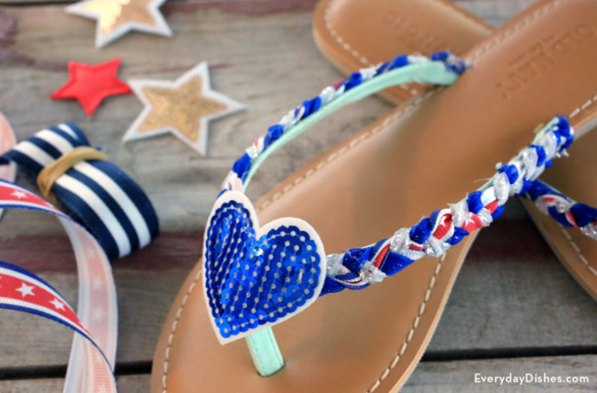 DIY Red, White & Blue DIY Flip-Flops Craft from everydaydishes.com