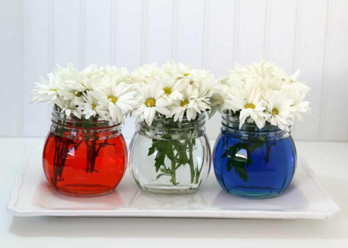 Easy Patriotic Table Decor from todayscreativelife.com