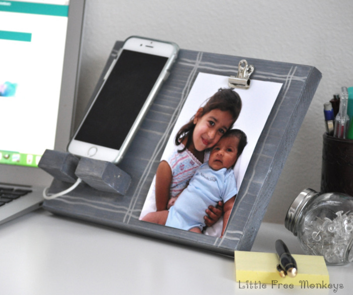DIY Phone Holder And Photo Display from anikasdiylife.com