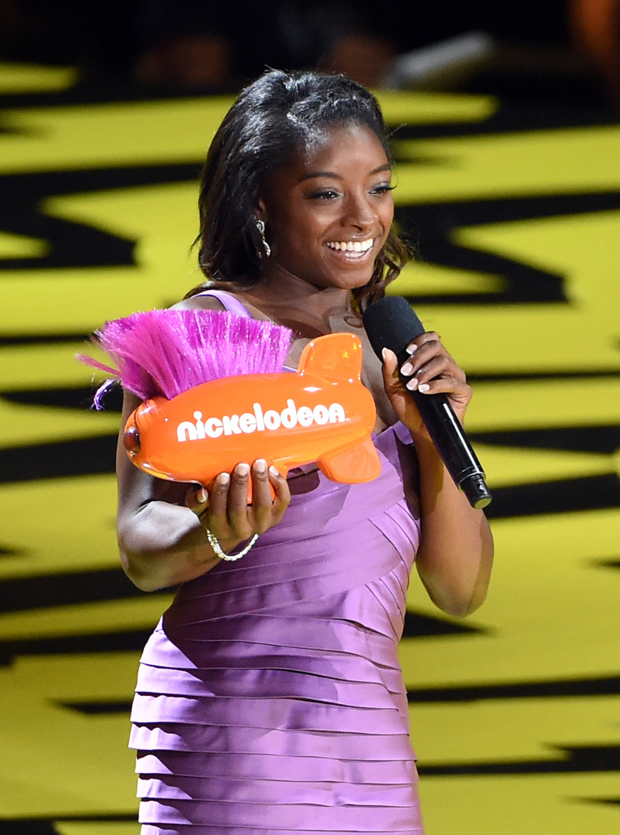 Olympic gymnast Simone Biles accepts Favorite Female Athlete. Photo by Kevin Winter/Getty Images