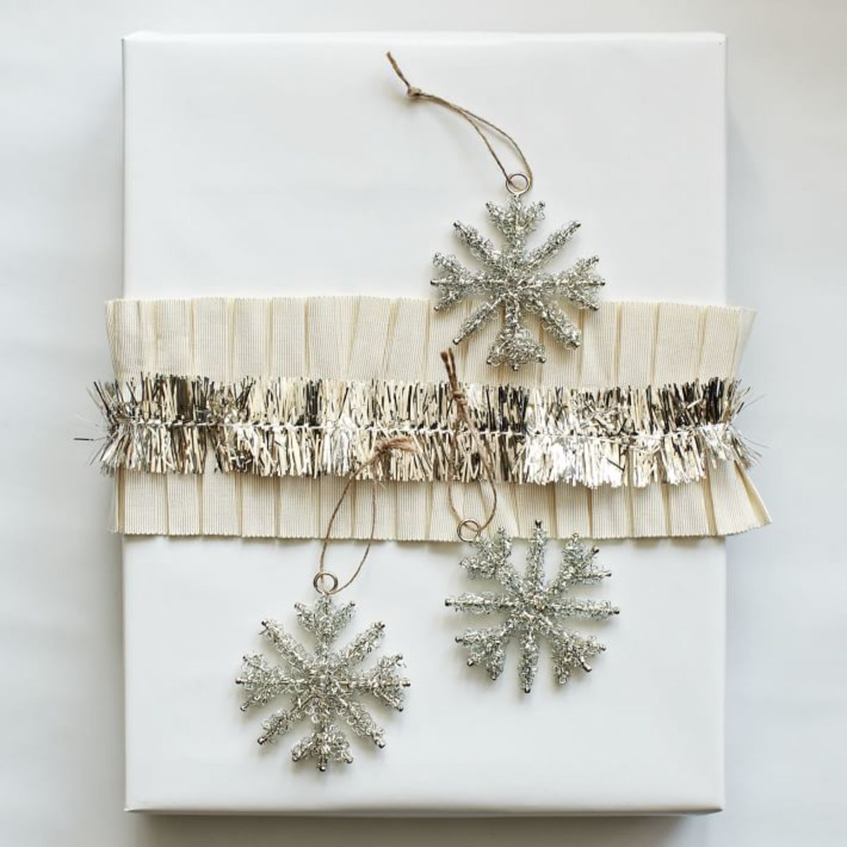 Glam Christmas - sparkly gift wrap