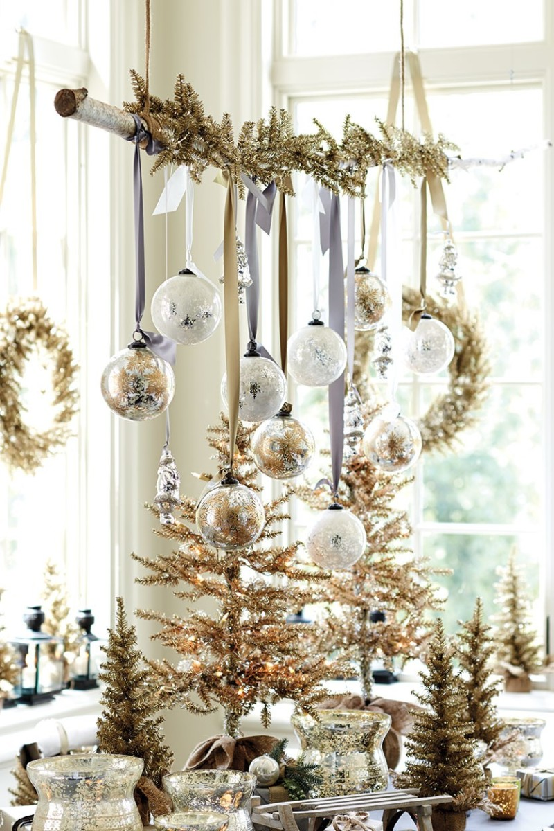 Glam Christmas - glittery golden decor