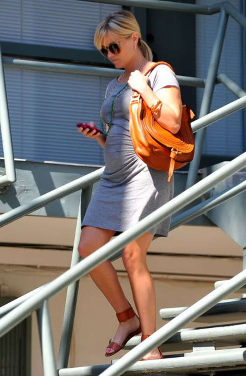 Reese Witherspoon Maternity Street Style- Rachel Zoe flats, Chloe Bag