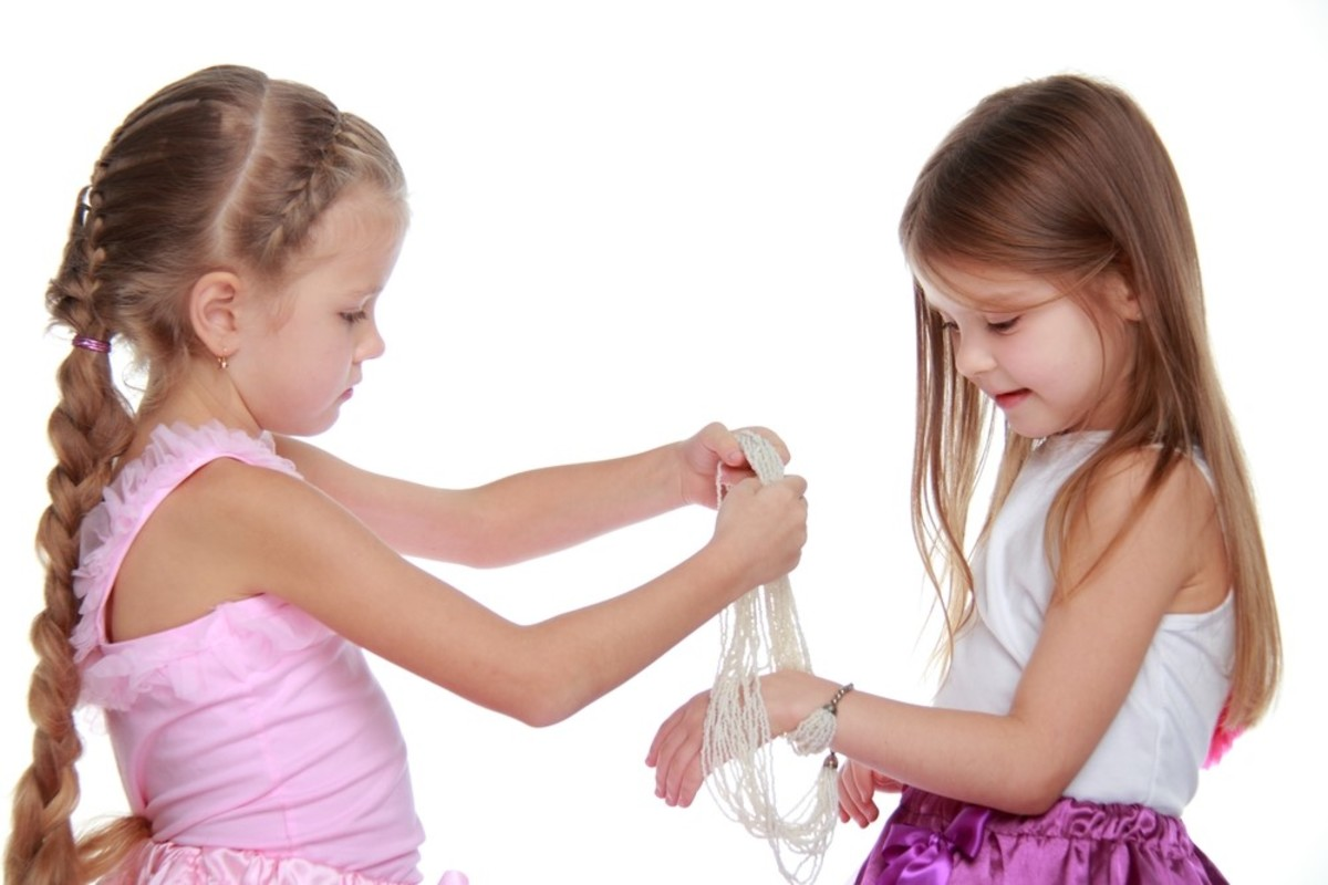 what-you-need-to-know-about-kids-jewelry