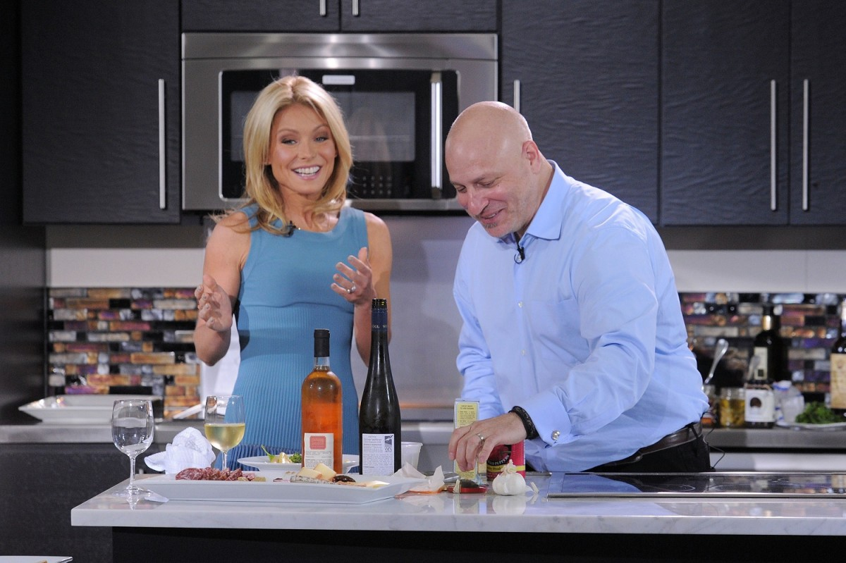 Kelly Ripa, Tom Colicchio & Electrolux Dial Down The Drama Of Last-Minute Entertaining