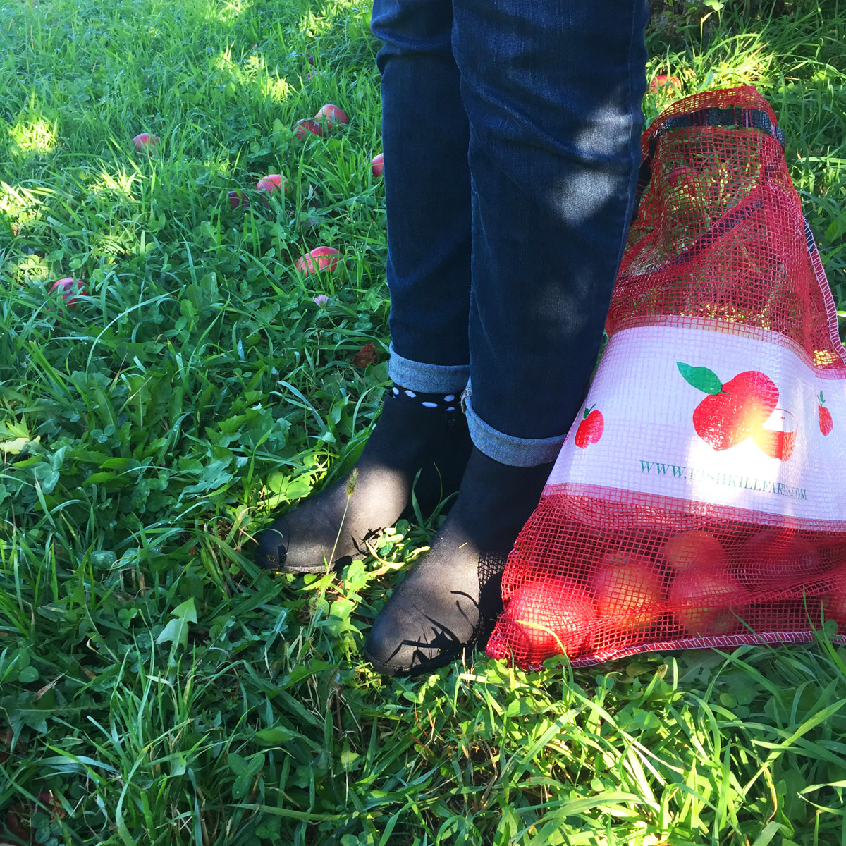 boots with apple bag
