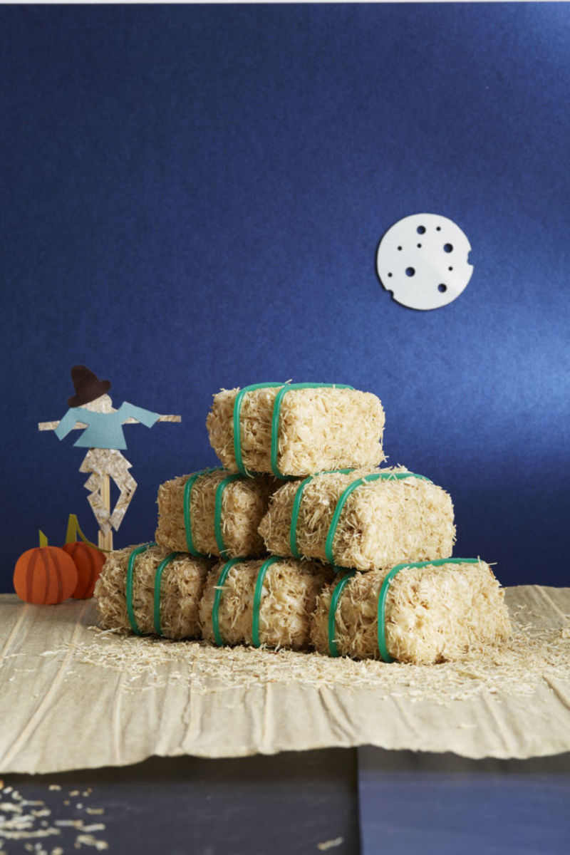 54f4a4d8dd437_-_fall-treats-cereal-bar-hay-bales-1014